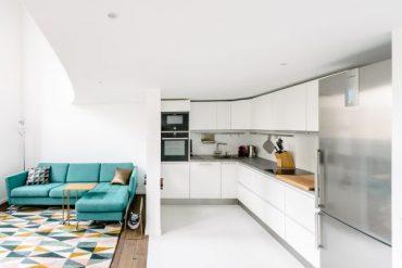 Малък мезонет със светъл и просторен интериор в бяло [85 м²]