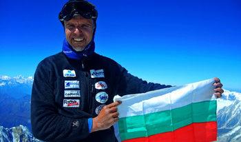 България поиска от Китай хеликоптер да издирва Боян Петров