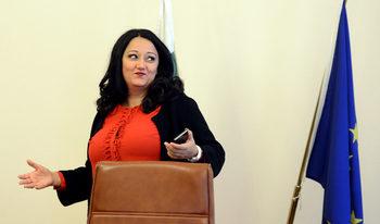 Кратки новини: Лиляна Павлова ще е министър до края на годината
