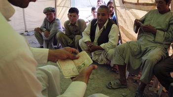 Афганистан въведежда нови лични карти, разпалили спор между етническите групи