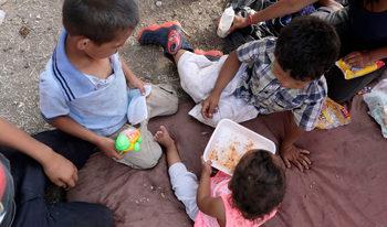 Европарламентът настоя деца да не бъдат задържани само защото са мигранти