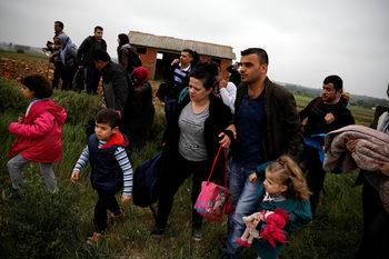 Хиляди мигранти отново поеха от Турция към Гърция през Марица
