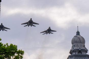 Фотогалерия : Военният парад за Деня на храбростта
