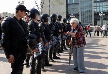 ЕС осъди полицейската жестокост срещу протестиращите в Русия