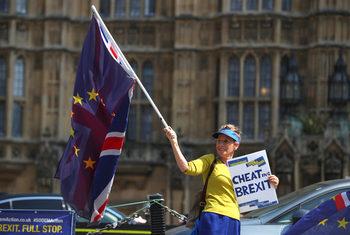 Колко сделки за Брекзит може да сключат Великобритания и ЕС