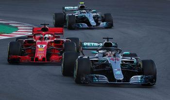 Люис Хамилтън взе безапелационна победа в Гран при на Испания