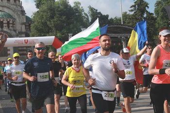 Бегачи от 13 държави взеха участие в Плевенския маратон