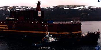 Първата плаваща АЕЦ пристигна в Мурманск за зареждане на реактора (видео)