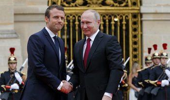 Макрон отива в Русия, за да търси общи мнения с Путин по деликатни теми