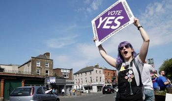 С огромно мнозинство ирландците одобриха абортите