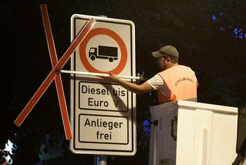 Хамбург става днес първият германски град, въвел частична забрана за дизелови коли