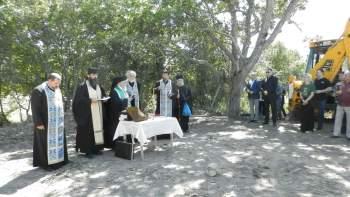 Първа копка за параклис и манастир направиха в с. Брегаре