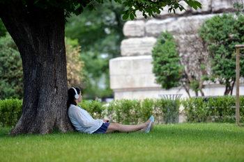 Делът на неактивите младежи в България спада до 18.6%, но остава сред високите в ЕС