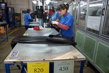 """""""Менпауър"""": Производственият сектор ще наема най-много служители през лятото"""