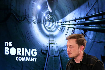 Илън Мъск ще строи тунелен транспорт и под Чикаго