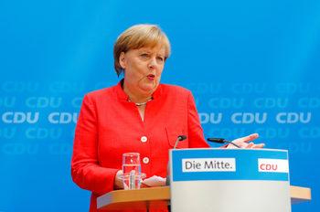 Вечерни новини: Меркел получи ултиматум за бежанците, законен ли е Cacao beach