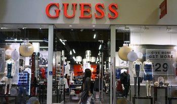 Съоснователят на Guess напуска модната компания след обвинения в сексуален тормоз