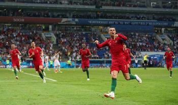 С три гола Роналдо вдъхнови Португалия при зрелищно равенство срещу Испания