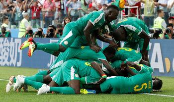 С куриозни голове Сенегал нанесе тежък удар по амбициите на Полша