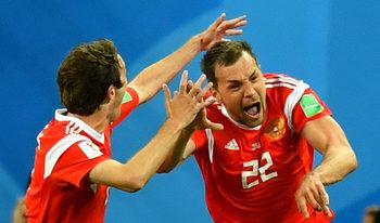 Русия се устреми към осминафиналите след убедителен успех над Египет