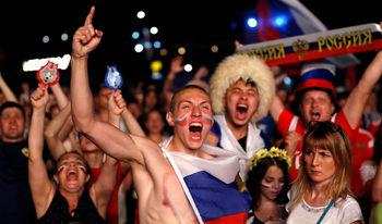Фотогалерия: Руските веселия след втората победа на световното