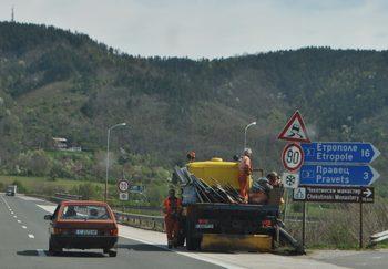Пътната агенция обявява поръчка за пътни знаци за 15 млн. лева