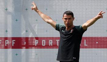 Португалия има и други оръжия освен Роналдо, каза треньорът Фернандо Сантош