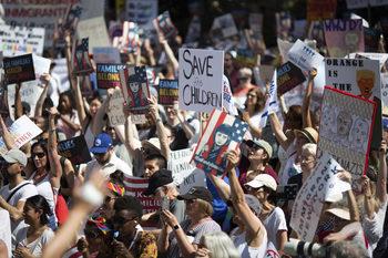 Хиляди демонстрираха в САЩ срещу миграционната политика на Тръмп