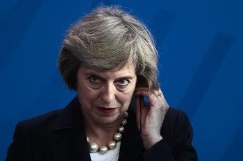 """""""Политико"""": Премиерът зомби Тереза Мей отказва да умре"""