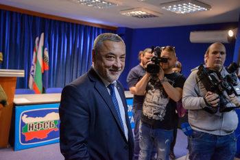 """Депутат от """"Обединени патриоти"""" е внесъл поправка в интерес на Домусчиеви, обяви Симеонов"""