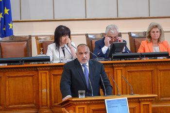 Истинският проблем са легалните мигранти, заяви Борисов в парламента