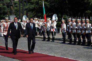 """Създава ли Китай """"стратегическа корупция"""" с кредитите си в Източна Европа"""