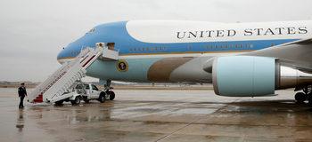 """""""Боинг"""" получи $3.9 млрд. за два нови самолета на президента на САЩ"""