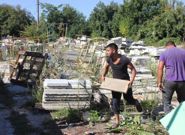 """Предоставят старите плочки от пл. """"Възраждане"""" за ремонти в кметствата"""
