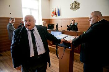 Оковаването на Иванчева е противозаконно, каза адв. Марин Марковски