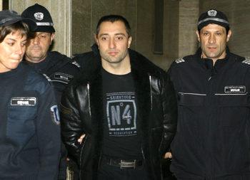 Бенчо Бенчев срещнал случайно Димитър Желязков и му помогнал, защото бил болен