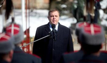 Каракачанов е почти готов с проект за доброволна служба, като стъпка към наборна