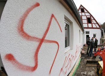 Германия смекчи забраната за използване на нацистки символи във видео игри