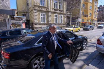 Валери Симеонов се похвали, че е затворил още две шумни дискотеки по морето