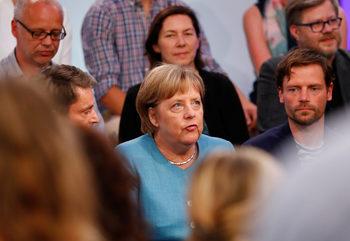 Меркел не вижда необходимост от финансов министър на еврозоната