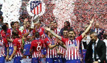 """""""Атлетико"""" вдигна Суперкупата на Европа след голов спектакъл с """"Реал"""""""