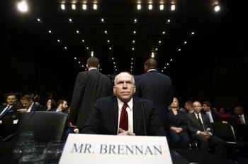 Бивш директор на ЦРУ мисли с дела да си запази достъпа до секретна информация