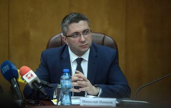 Държавата може само да съди пътни фирми за неизпълнени ремонти, обяви строителният министър