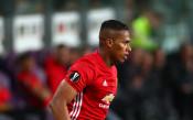 Изкуствените настилки не са добри за колената на играч на Юнайтед