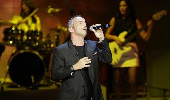 Ерос Рамацоти ще има концерт в София след година