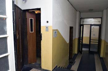 Държавата проявява престъпна небрежност към безопасността на асансьорите, смята експерт