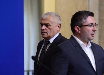Парламентът ще гласува смените в кабинета в отсъствието на премиера