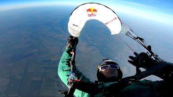 Веселин Овчаров е новият световен рекордьор в акробатичния парапланеризъм
