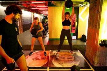Фотогалерия: Да скочиш върху Мей, да удариш Джонсън – Брекзит вдъхнови фитнес тренировки