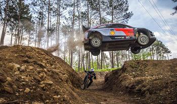 Видео: Кой печели в скоростна надпревара между рали автомобил и маунтинбайк